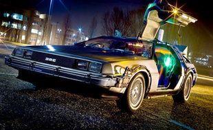 """Spoiler : la voiture du futur ne ressemblera pas vraiment à la DeLorean volante du film """"Retour vers le futur"""", reconstituée ici par un fan américain."""