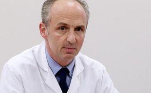 Le CHU de Reims, où est hospitalisé Vincent Lambert en état végétatif chronique depuis 5 ans, s'est joint mercredi à la démarche de son épouse pour saisir le Conseil d'Etat qui devra se prononcer sur la fin de vie du patient.