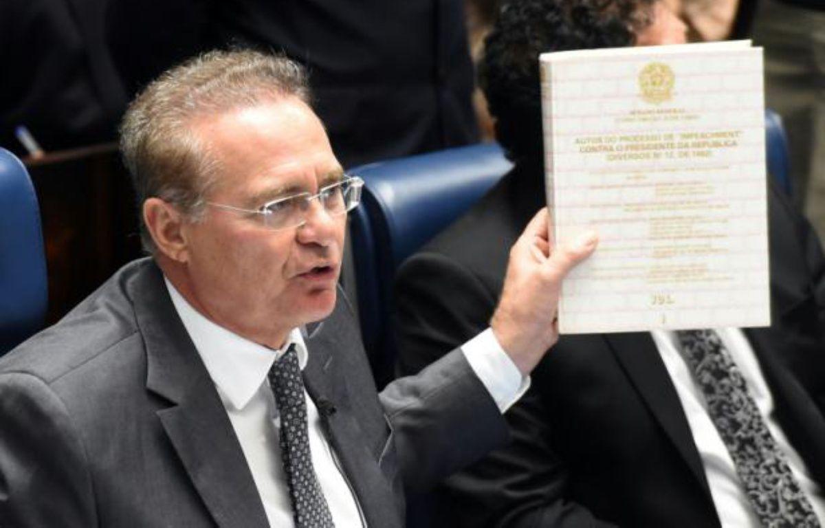 Le président du Sénat, Renan Calheiros, s'exprime à propos de la décision prise par les députés de procéder à la destitution de la présidente Dilma Roussef, à Brasilia, le 19 avril 2016 – EVARISTO SA AFP