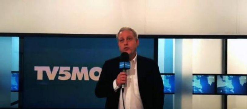 Le directeur général de TV5Monde, Yves Bigot, le 9 avril 2005, dans une vidéo diffusée par la chaîne