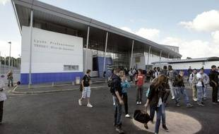 """Un professeur de Bordeaux a été roué de coups mardi par un élève de 18 ans après un désaccord en cours sur la situation politique au Maroc, une deuxième agression d'enseignant en deux jours qualifiée """"d'inacceptable"""" par le ministre Vincent Peillon, que l'enseignant a demandé à rencontrer."""