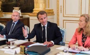 Gérard Collomb et Nicole Belloubet autour d'Emmanuel Macron en conseil des ministres.