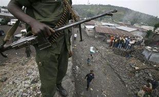 Des soldats insurgés ont pénétré dans la ville de Rutshuru (Nord-Kivu - est) où de violents combats les opposaient mercredi en fin de matinée aux Forces armées de la République démocratique du Congo (FARDC), a-t-on appris auprès d'habitants.