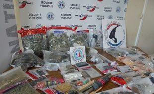 Plusieurs kilos de drogue, des armes et 38.000 euros en liquide avaient été saisis mi-décembre dans le quartier.
