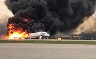 L'avion en feu à Moscou, le 5 mai 2019.