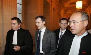"""L'audience disciplinaire du juge Fabrice Burgaud a débuté lundi matin devant le Conseil supérieur de la magistrature (CSM) avec une dénonciation par sa défense d'une volonté politique """"d'avoir la tête du juge Burgaud"""" pour son instruction décriée de l'affaire de pédophilie d'Outreau."""