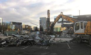 L'ancien garage et concessionnaire a été démoli par les pelleteuses.