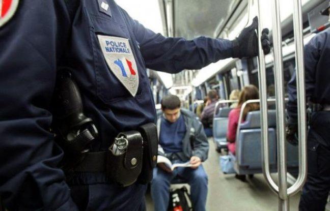 """Des peines mesurées, d'un à sept ans de prison, ont été prononcées mercredi à Paris au procès du """"réseau Hamidovic"""" à l'encontre d'une vingtaine de prévenus poursuivis pour avoir obligé des jeunes filles, principalement mineures, à voler dans le métro parisien."""