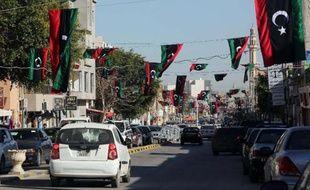 Des drapeaux dans les rues de Tripoli à l'occasion du troisième anniversaire du début de la révolution en Libye, le 16 février 2014