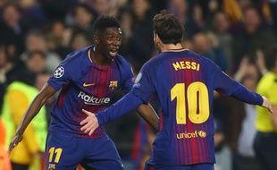 Ousmane Dembélé félicité par Lionel Messi au Camp Nou, le 15 mars 2018.