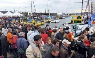 Quatre-vingt cinq marins, professionnels et amateurs mélangés, prennent dimanche à 13h02 le départ de la Route du Rhum, la course transatlantique en solitaire qui se déroule tous les quatre ans entre Saint-Malo (Ille-et-Vilaine) et Pointe-à-Pitre (Guadeloupe).
