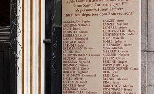 La plaque commémorative de la rafle de la rue Saint-Catherine à Lyon.