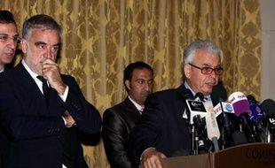 Quatre membres d'une délégation de la Cour pénale internationale (CPI), détenus depuis jeudi en Libye, ont été placés dimanche en détention préventive pour 45 jours, a indiqué à l'AFP un responsable du bureau du procureur général.