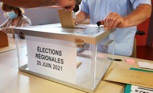 Illustration d'un bureau de vote à l'occasion des élections régionales, le 20 juin 2021.