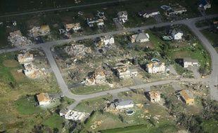 Les dégâts causés par la tornade qui a frappé le quartier de Dunrobin à Ottawa, au Canada.