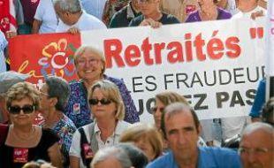 Les retraités se sont rassemblés hier matin devant la préfecture de la ville.