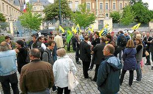 Des militants de l'UDB et d'Europe Ecologie-Les Verts étaient présents.