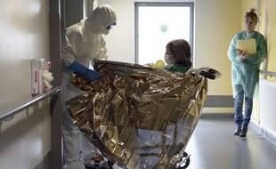 Exercice  Ebola vendredi 24 octobre au CHU de Strasbourg AFP PHOTO/FREDERICK FLORIN