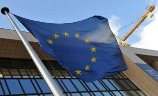 Le drapeau européen devant la Commission européenne, à Bruxelles