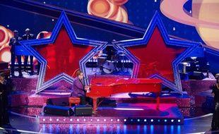 Le chanteur Elton John sur la scène de la 92e cérémonie des Oscars