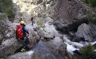 Des secouristes dans le canyon Zoicu.