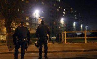 Un calme tendu a régné mercredi soir à Villiers-le-Bel, banlieue du nord de Paris théâtre de deux nuits de violences, où les forces de l'ordre étaient, comme la veille, déployées en force.