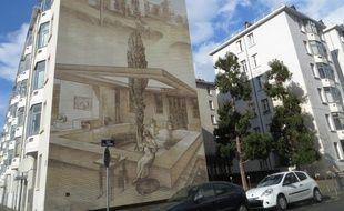 Le Musée urbain Tony Garnier, composé de 25 fresques murales sur les immeubles du quartier des Etats-Unis à Lyon est menacé de fermeture.