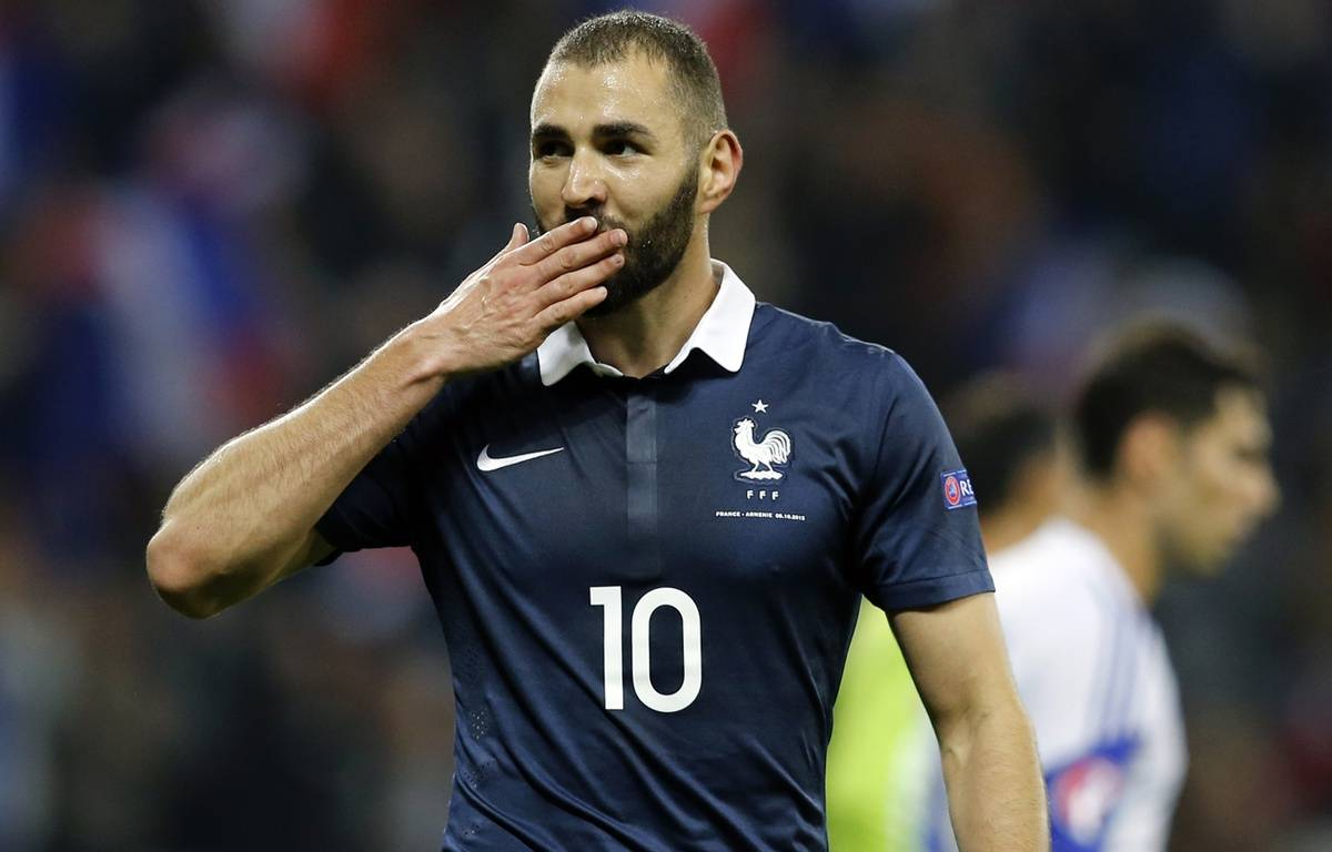 Karim Benzema sous le maillot de l'équipe de France, le 8 octobre 2015 à Nice. – VALERY HACHE / AFP