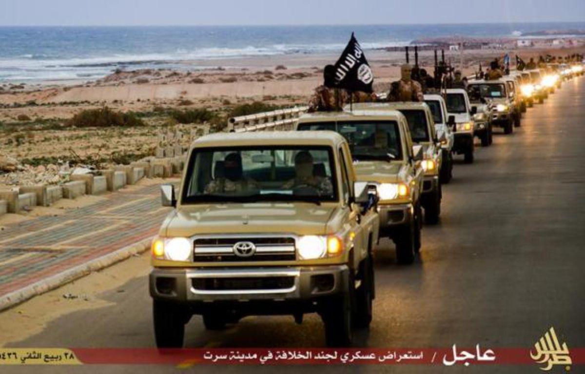 Image des troupes de l'organisation Etat islamique dans la ville de Syrte, en Libye, diffusée par leur média de propagande, Welayat Tarablos, le 18 février 2015 –  Welayat Tarablos