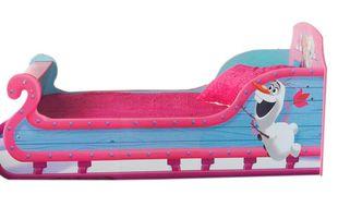 Libéré(e), délivré(e)... Le lit-traîneau est un des produits dérivés du film d'animation la Reine des neiges. Plutôt classe ?