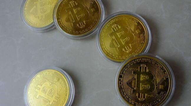 Cryptomonnaie: Le cours du bitcoin s'envole à plus de 65.000 dollars, un nouveau record historique