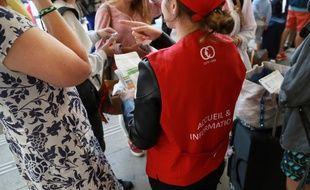 Les gilets rouges de la SNCF orientent les voyageurs les jours de grève (image d'illustration).
