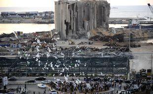 Un lâcher de ballons sur le site de l'explosion à Beyrouth, le 4 octobre 2020.