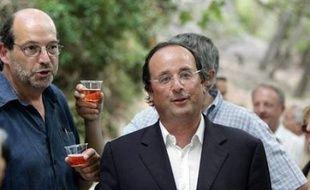 """François Hollande, premier secrétaire du PS, entend """"faire tout ce qu'il faut pour être prêt en 2010"""" à briguer l'investiture socialiste pour la présidentielle de 2012, selon des propos rapportés par Le Point cette semaine."""