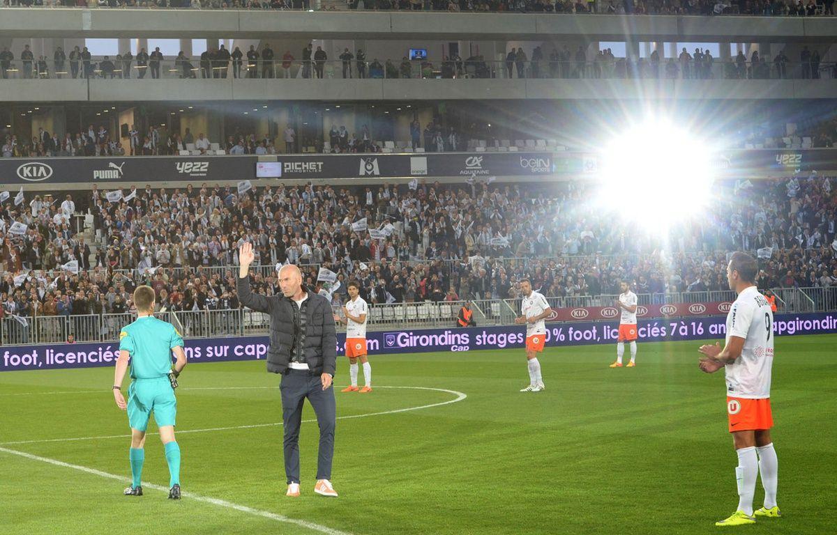 Zinedine Zidane a donné le coup d'envoi du match au Nouveau stade de Bordeaux – MEHDI FEDOUACH / AFP