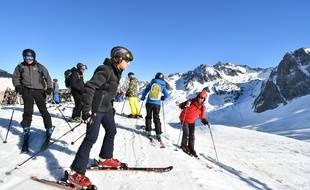 Emmanuel Macron a écourté son week-end au ski à La Mongie (Pyrénées) pour rentrer à Paris après les violences commises lors de la manifestation des «gilets jaunes», le 17 mars 2019.