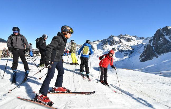 «Gilets jaunes» à Paris: Macron écourte son séjour au ski et Philippe promet une «totale fermeté»