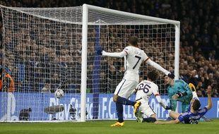 Adrien Rabiot marque lors de Chelsea-PSG le 9 mars 2016.