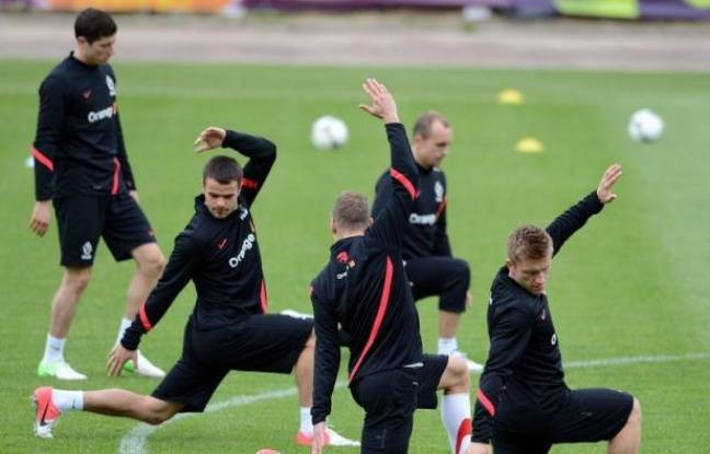 Polish national team players take part in a training session at Polonia stadium in Warsaw on June 14, 2012 during the Euro 2012 football championships. AFP PHOTO / JANEK SKARZYNSKI