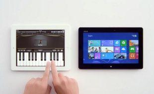 Dans cette publicité pour Windows, Microsoft compare l'iPad à l'Asus VivoSmart Tab.