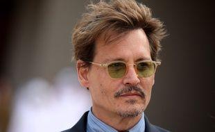 L'acteur américain Johnny Depp devant le musée national du Qatar pour son inauguration le 27 mars 2017 à Doha
