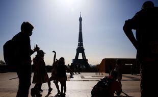 La tour Eiffel, fermée depuis le 30 octobre en raison de la crise sanitaire, rouvrira le 16 juillet au public avec une jauge de 50% dans ses ascenseurs.