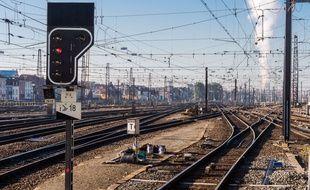 Des rails à la gare Bruxelles Midi, en Belgique, le 9 octobre 2015.