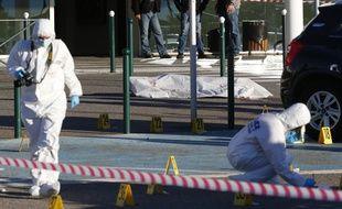 La police scientifique fait des relevés à proximité du corps de «Tony le boucher».