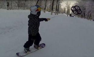 Le droneboarding, c'est faire du snowboard tiré par un drone.