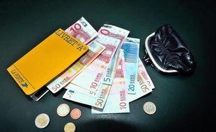 Le moral des Français est resté stable en octobre, marqué par une détérioration de l'opinion des ménages sur leur situation financière passée tandis que les perspectives concernant leur capacité d'épargne est en forte hausse, a indiqué l'Insee mardi.