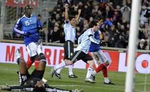 Argentina's Lionel Messi (C) celebrates after he scored a goal during the friendly football match France versus Argentina on February 11, 2009 at the Velodrome stadium in Marseille, southern France. AFP PHOTO GERARD JULIEN
