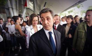 Les cotes de popularité de Nicolas Sarkozy et François Fillon ont baissé en janvier par rapport à décembre et atteint respectivement 32% (-2 points) et 47% (-1) d'opinions favorables, selon le baromètre mensuel Ifop publié dans le Journal du dimanche.