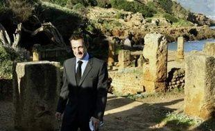 Mardi, M. Sarkozy a entamé le deuxième jour de sa visite d'Etat par une escapade touristique à Tipaza, à 70 kms à l'ouest d'Alger, vestiges d'un ancien mouillage protégé des vents par le Mont Chenoua.