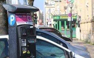 A Bordeaux, l'extension du stationnement payant à l'ensemble des quartiers a du mal à passer.